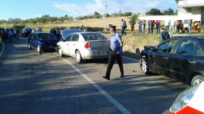 tragico scontro tra tre auto muore una 41enne
