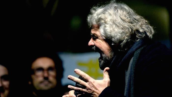 Renzi, su campi Rom Grillo prende in giro gli italiani