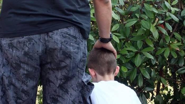 Tenta di rapire un bambino. Rischia di essere linciato