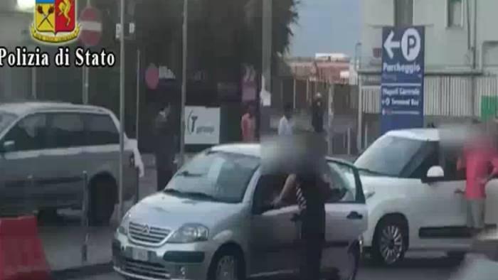 Napoli, parcheggiatori abusivi: emessi 12