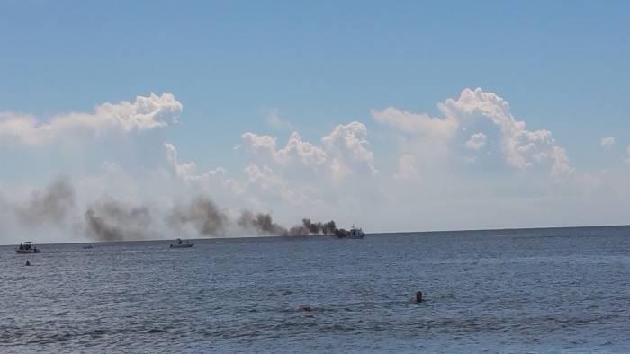 gommone va in fiamme paura in costiera amalfitana