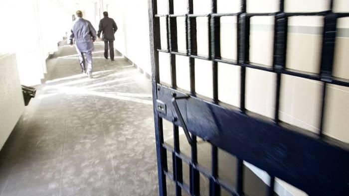 gruppo di detenuti in rivolta tensione nel carcere di ariano