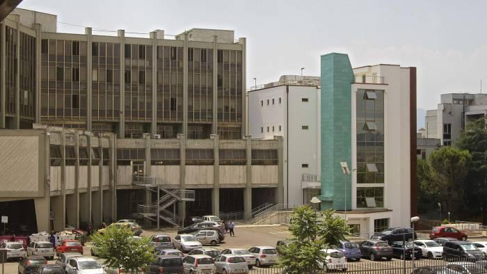 paziente morta indagati 19 medici il gip decide