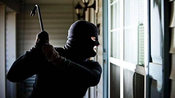 io e mio marito affrontati nella notte da due banditi