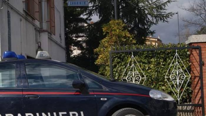 nusco fucile e munizioni illegali in casa 40enne denunciato