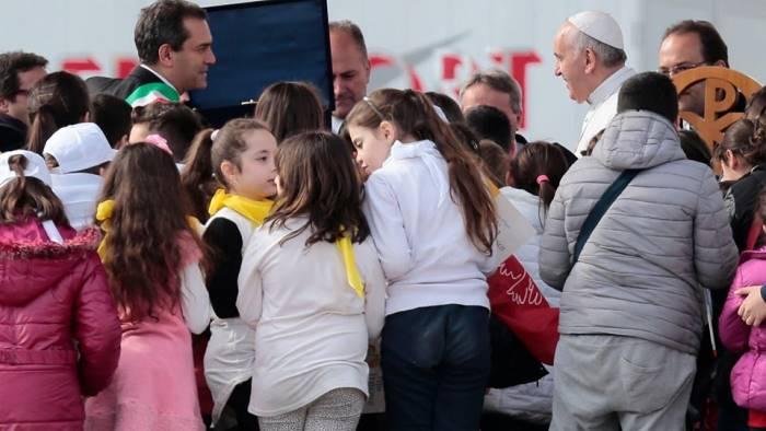 De Magistris scrive al Papa: abbattiamo rancore e razzismo