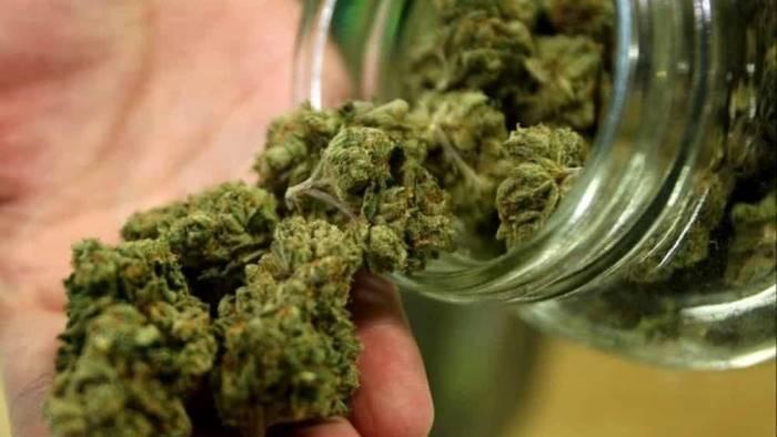 capri fermato giovane con 50 dosi di marijuana