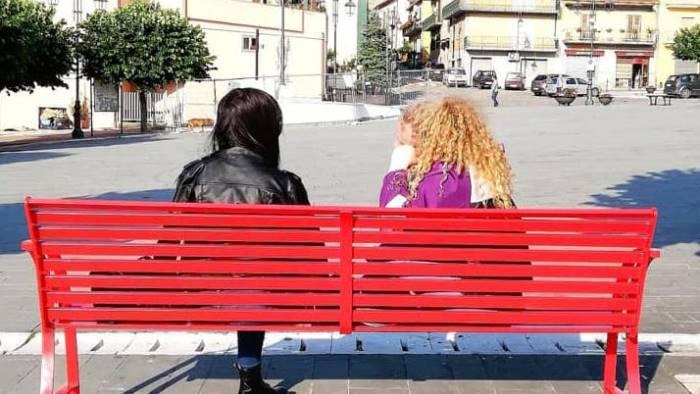 installata la panchina rossa contro la violenza sulle donne