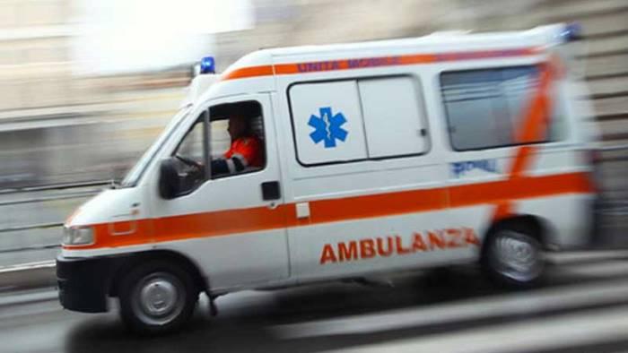 napoli colpito da un cornicione muore negoziante di via duomo