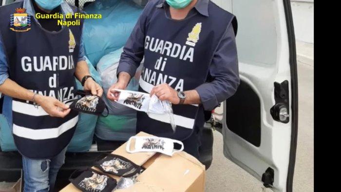 mascherine e tute anti covid non sicure fabbrica sequestrata