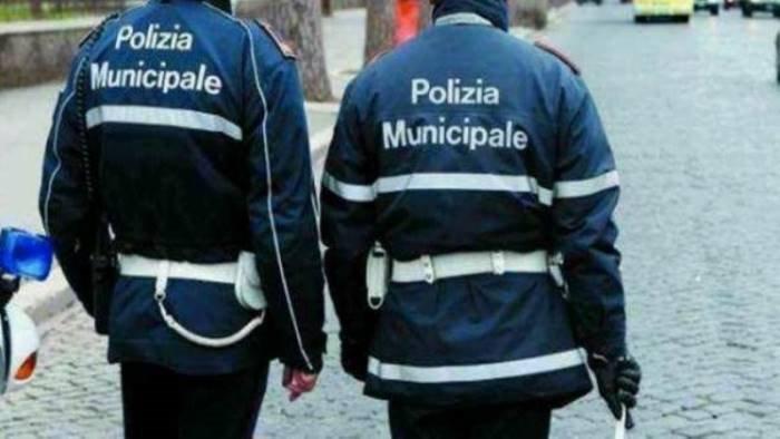 mondragone solidarieta ad agenti polizia municipale