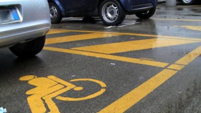 cava de tirreni incontro su stalli per la sosta dei disabili