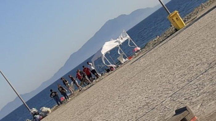 castel volturno associazioni ripuliscono la spiaggia libera