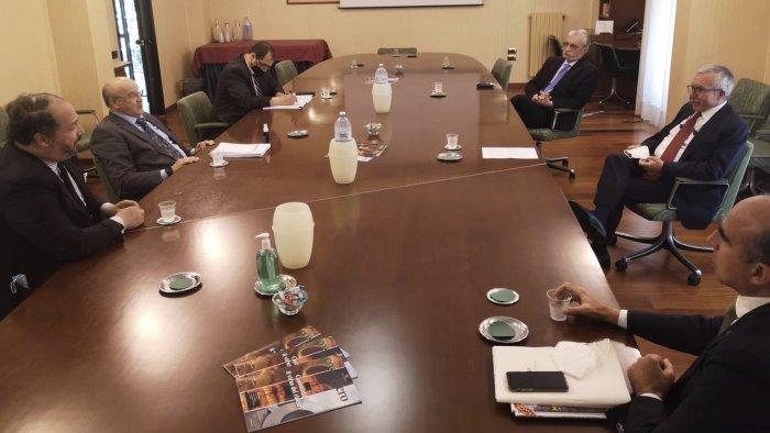la borsa del turismo un successo la visita dell ambasciatore algerino