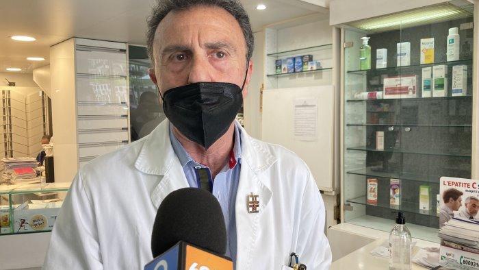 vaccini contro covid in farmacia entro una decina di giorni si parte