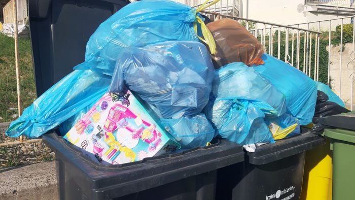 raccolta straordinaria dei rifiuti oggi ad ariano dopo i gravi disservizi
