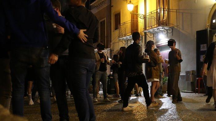rissa nella notte giovane ferito i residenti basta movida violenta