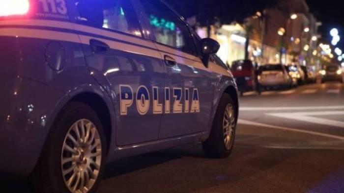 salerno lite in strada esplosi due colpi di pistola a salve su via roma