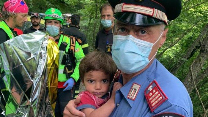 toscana ritrovato vivo il bambino di 2 anni scomparso da casa