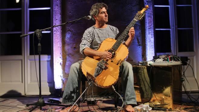 riverberi tocca a paolo angeli e alla sua chitarra preparata