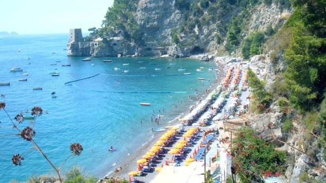 Matrimonio Spiaggia Salerno : Educazione in spiaggia parte la campagna ottopagine