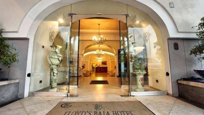 Hotel baia sulla compravendita l 39 indagine dell 39 antimafia - Letto anti terremoto ...
