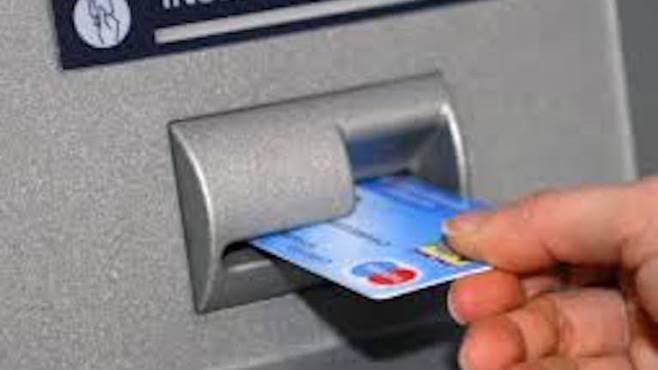 Scoperto bancomat che clonava le carte, sventata truffa ai turisti