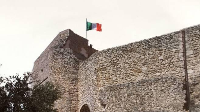 Il castello di Guardia in copertina dell\u0027elenco telefonico