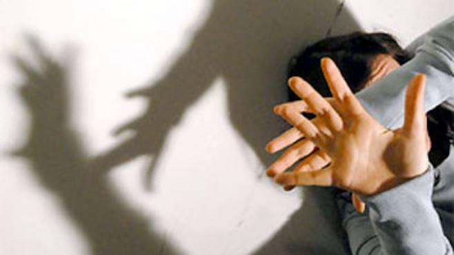 Stuprato da branco di 50enni: due arresti