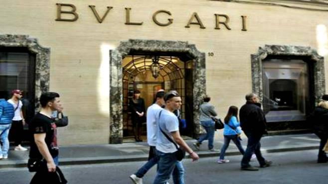 Napoli. Sventata rapina a negozio Bulgari: caccia all'uomo dei Carabinieri