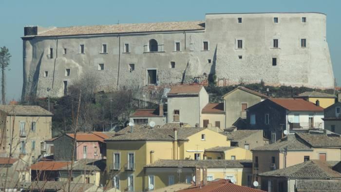 ceppaloni riapre al pubblico il castello medievale