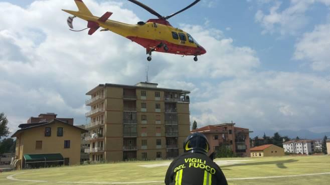 Elicottero Napoli : Trasferito a napoli in elicottero il enne caduto dalla