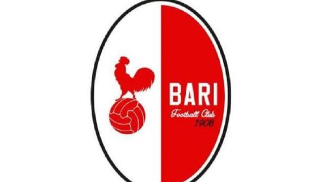 Calcio Bari: torna il galletto sulle maglie, Umbro sponsor per tre stagioni