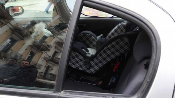Tragedia a Scampia, bimba rom trovata morta in un'auto