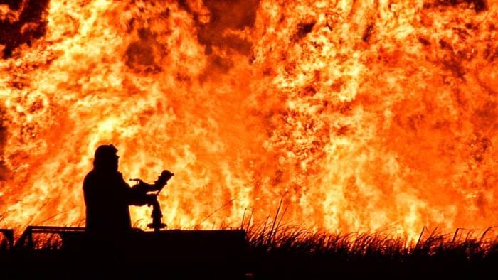 disastro incendi i responsabili non solo i piromani eccoli