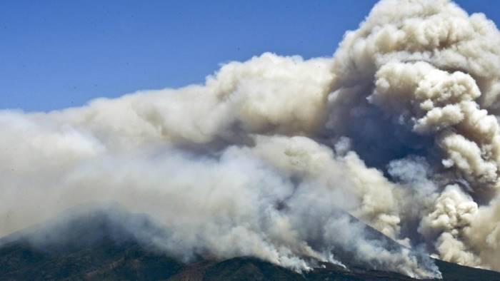 Vesuvio in fiamme, pronto un piano per evacuare l'ospedale Maresca