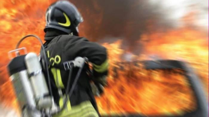 la campania brucia i vigili del fuoco siamo pochi e stremati