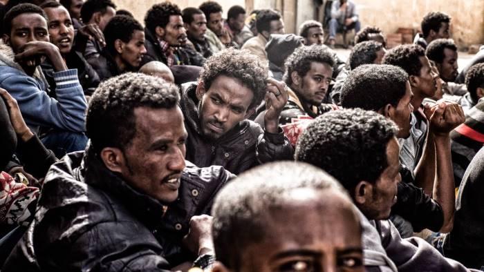 migranti in campania storia di un fallimento epocale