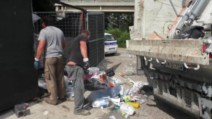 rifiuti pericolo igienico sanitario interviene il sindaco
