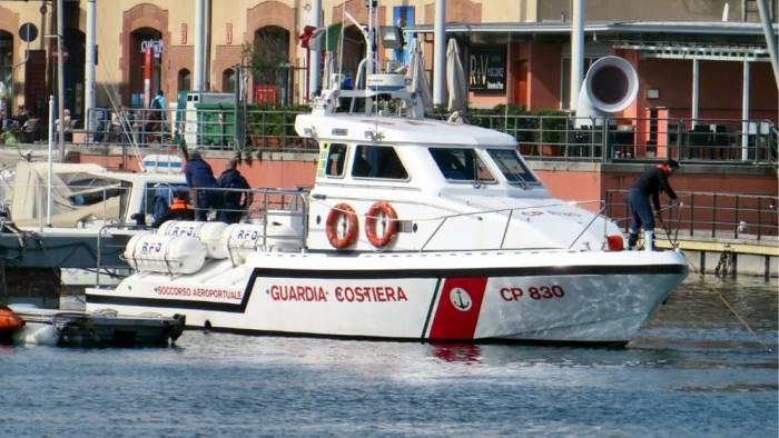 tragedia in mare sub muore incastrato negli scogli