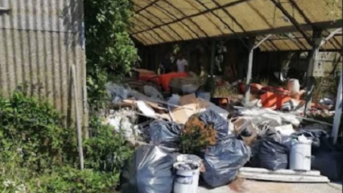 sequestrata discarica abusiva di rifiuti pericolosi