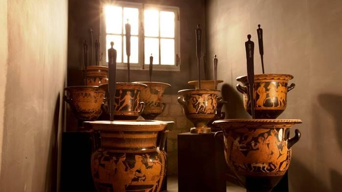 rosso immaginario il racconto dei vasi di caudium