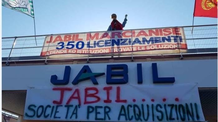jabil lavoratori in presidio all esterno di confindustria