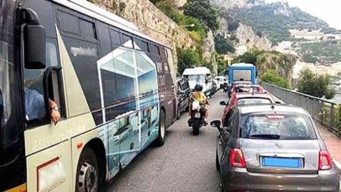 m5s bilotti traffico costiera amalfitana denuncia all unesco