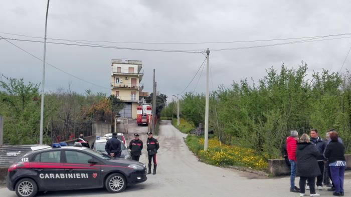 si barrica in casa salvato dai carabinieri