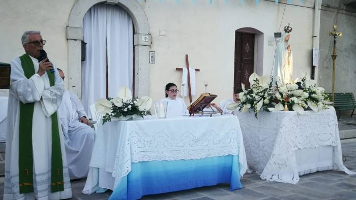 folla di fedeli per la madonna di fatima a ponte