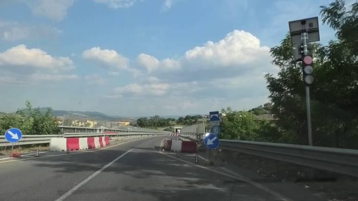 ariano il viadotto dimenticato e quel semaforo perenne