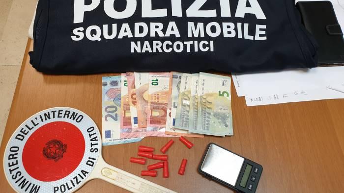 eroina nei portamine un 38enne arrestato dalla mobile
