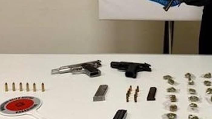 armi e droga nascoste nell androne di un palazzo