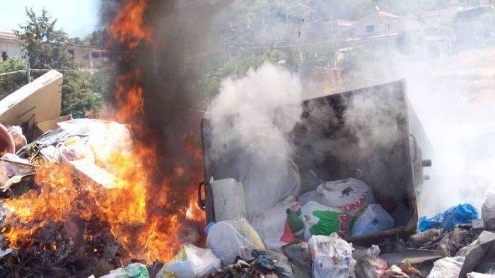 terra dei fuochi costa presto la rimozione dei rifiuti
